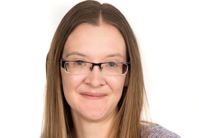 Dr. Yvonne Hindes